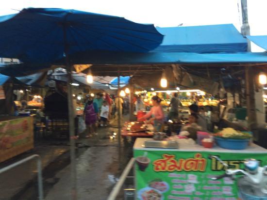 Lada Krabi Residence: Рыночек рядом с отелем