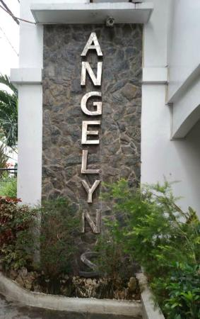 Angelyn's Dive Resort: At the entrance of resort