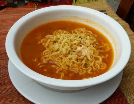 Angelyn's Dive Resort: Korean-style ramen breakfast, come with kim-chi on the side