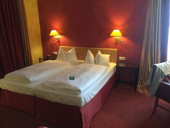 Romantik Hotel Goldene Traube: Zimmer/Bett