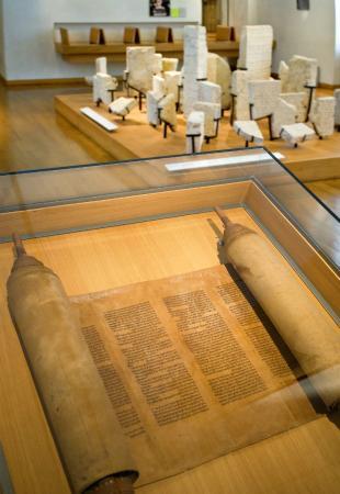 Musee d'Art et d'Histoire du Judaisme: Les juifs en France au Moyen Age