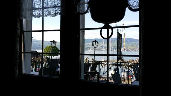 Gasthof zur Sonne: Aussicht aus dem Restaurant auf den See