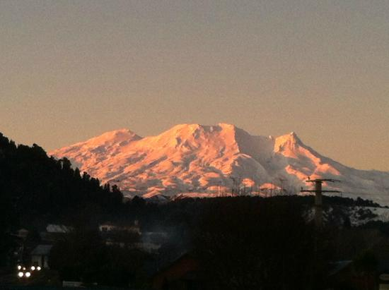 Ohakune Court Motel: Ruapehu at sunset