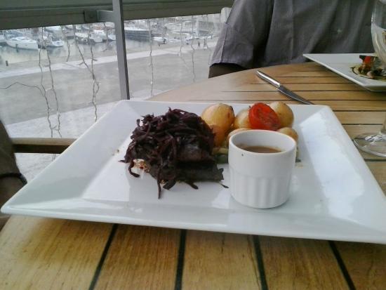 salade caesar poulet roti bacon grill 233 salade romaine tomate et parmesan foto di le cafe