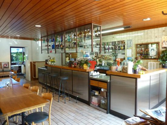 le buffet d'un tram : Le bar