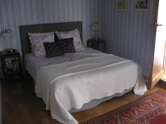 Logis Saint Mexme: Bedroom in the suite