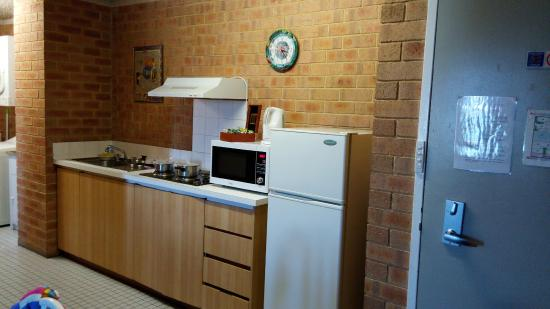 City Stay Apartment Hotel: Kitchen Area