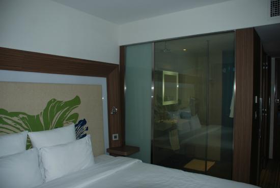 Novotel Saigon Centre Hotel Chambre Et Salle De Bain Vitre Transparente