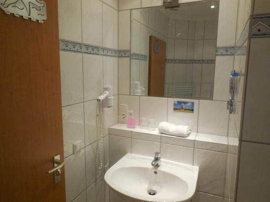 Hotel Rosenhof: Salle de bain autre vue