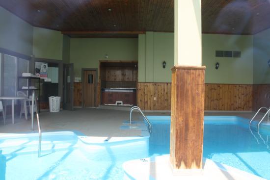 La piscine picture of chateau madelinot ile du cap aux for La piscine review