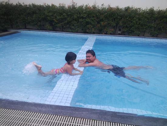 Swimming pool picture of seda abreeza davao davao city tripadvisor for Apartelle in davao city with swimming pool