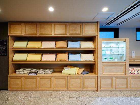 Super Hotel Nanba Nihonbashi: 枕棚