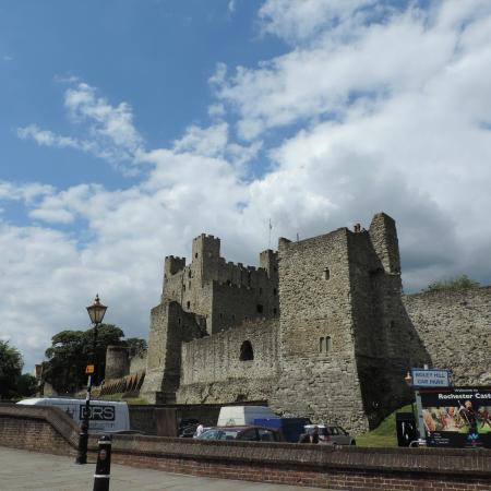 Rochester Castle: The Moat