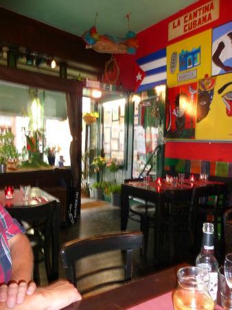 la cantina cubana gezellig en vrolijk interieur