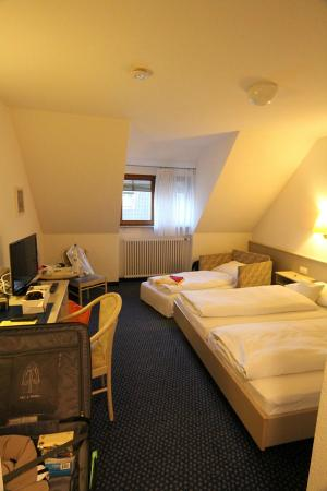 Hirschengarten Hotel: Our 3 bed bedroom