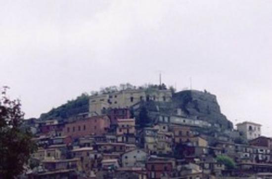Rocca di Papa, Itálie: in alto il museo