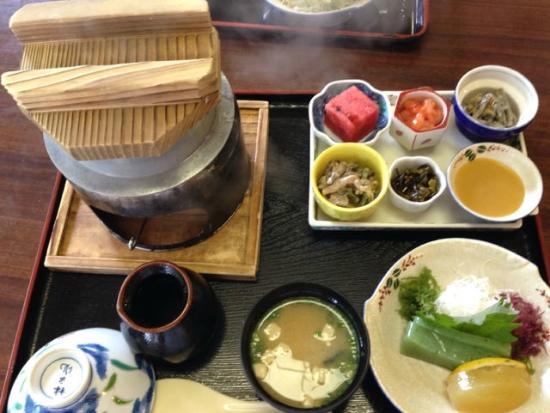 Miyawaka, Giappone: 量も多くて写真に入りきれない位。刺身蒟蒻美味しかったです。