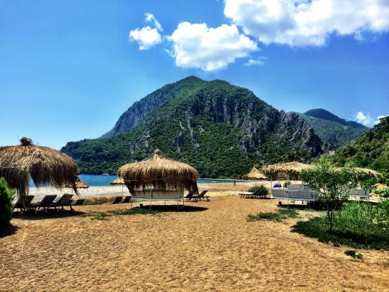 Olympos Lodge: The beach area in front of the hotel