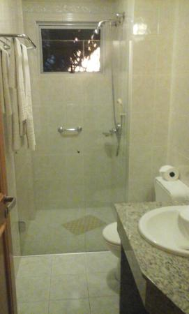 Barbur Plaza Hotel: Banheiro