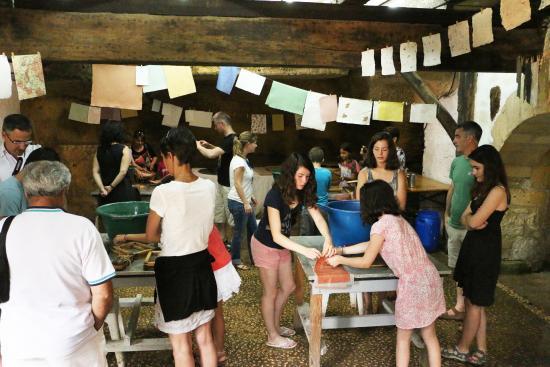 Couze-et-Saint-Front, ฝรั่งเศส: Atelier pour petits et grands