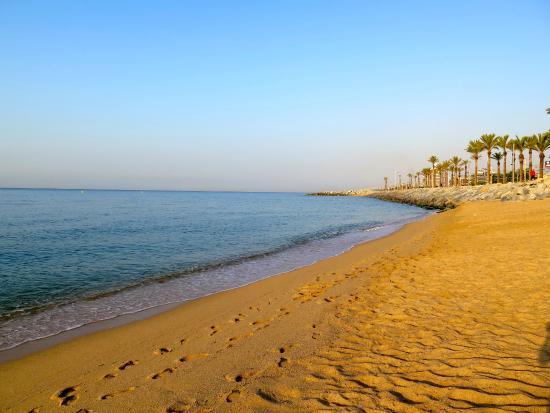 Ibis Barcelona Mataro: пляж
