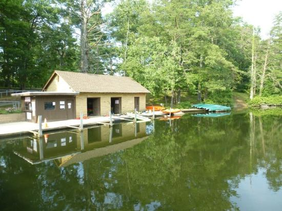 Cumberland Mountain State Park Cabins Campground: Rent boats and kayaks