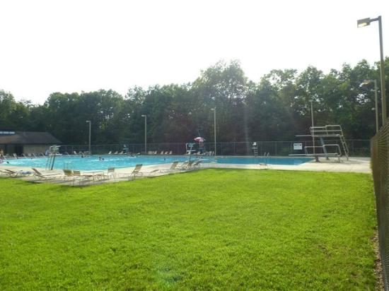 Cumberland Mountain State Park Cabins Campground: Huge swimming pool