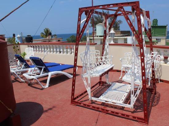 Hostal Ciro y Lourdes: Terraza con vista al Mar