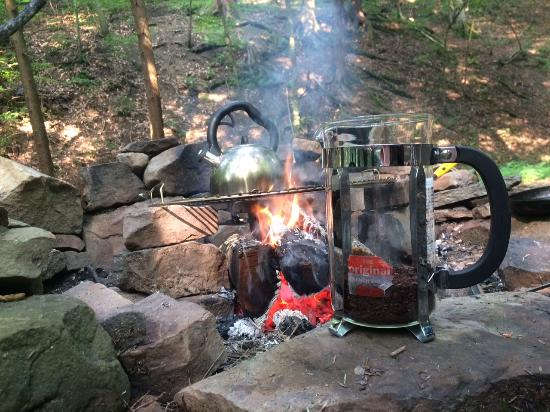 Evergreen Trails Campground: Camp coffee! Bring a french press and kettle and make your own each morning! That is our own gri