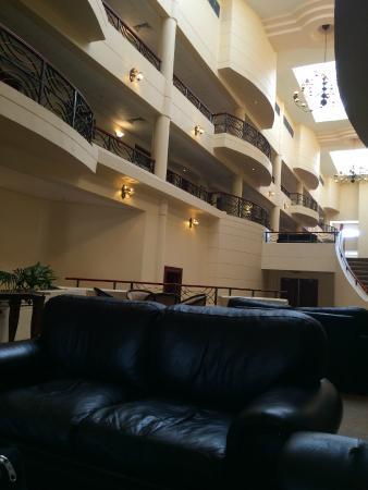 Premier Hotel Regent: Атриум