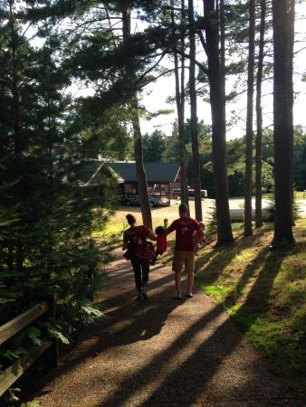 St. Germain Lodge and Resort: Walking to dinner!