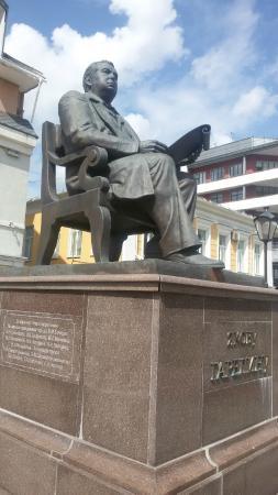 Garelin Statue
