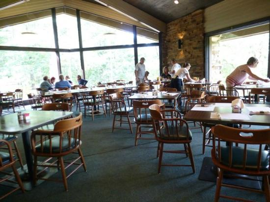 Cumberland Mountain State Park: Inside seating