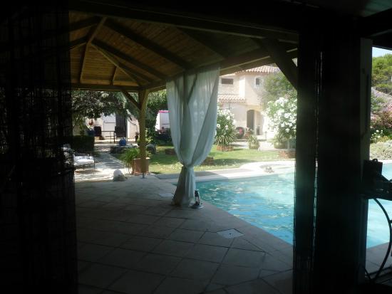 La Clé des Songes : Vue autour de la piscine