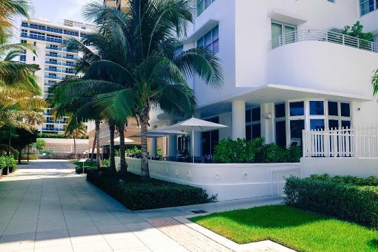 COMO Metropolitan Miami Beach: Hotel from boardwalk