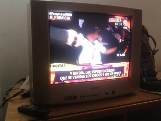 Argentina Tango Hotel: Televisor anticuado y sin sonido