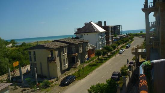 Отель Олимпия-Лазаревское: Это вид с балкона: дорога к морю