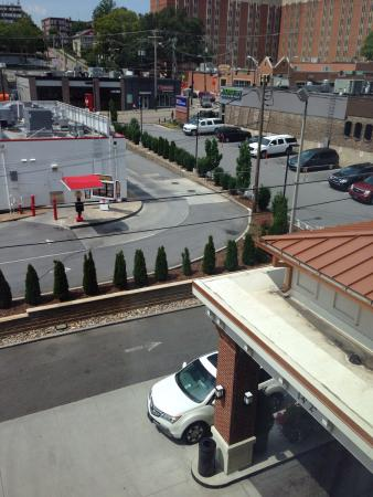 Hilton Garden Inn Knoxville/University: View from room 411 toward  Cumberland Ave.