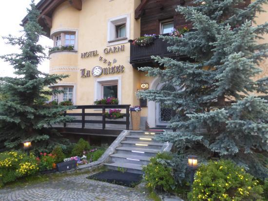 Hotel Garni La Suisse: l'ingresso
