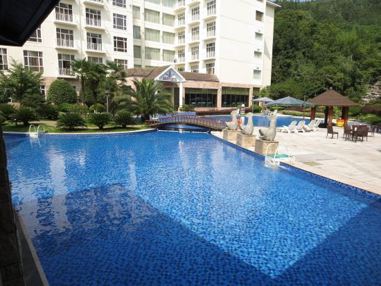 Nice Pool But Very Shallow And Not For Swimming Laps Picture Of Zhangjiajie Pullman Hotel
