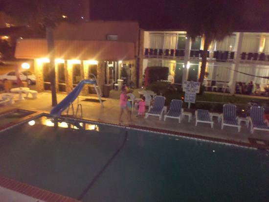 Holiday Shores Motel, Oceana Resorts : pool area