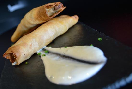 Bar Berberecho: Filloas crujientes rellenas de pollo y verduritas con garam masala