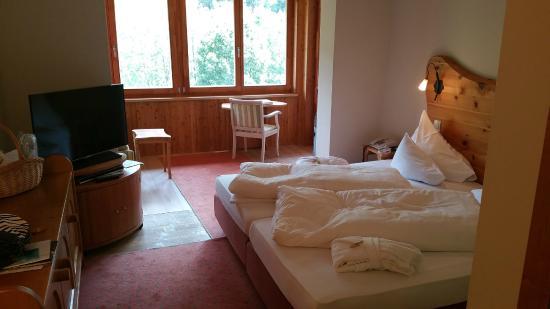 Hotel Die Post: Una camera stupenda con vista sui monti!!