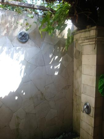Lumbung Damuh: huge bathroom with semi-open shower