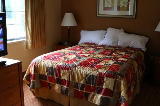 MainStay Suites of Lancaster County: Bedroom area