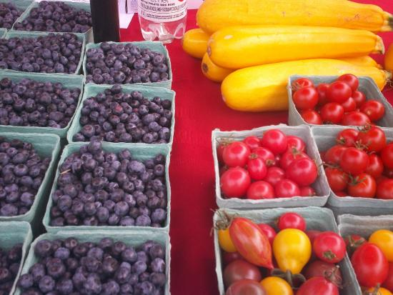 Annapolis Royal Farmers' and Traders' Market: fresh local fruits and veggies
