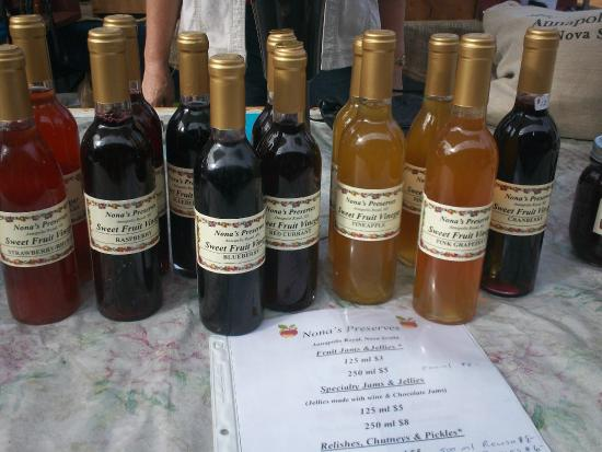 Annapolis Royal Farmers' and Traders' Market: vinegars and syrups made from local ingredients