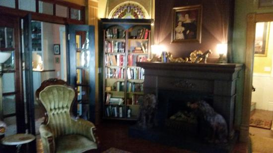 Blue Fern Bed and Breakfast : I just loved this cozy sitting room!