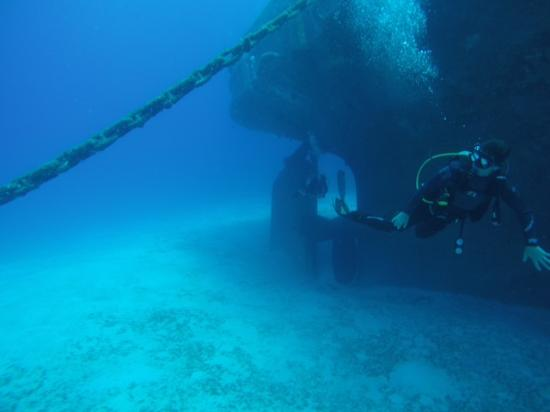 Cayman Diving: Nice Wreck