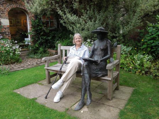 Stillingfleet, UK: Chat with a bronze lady!